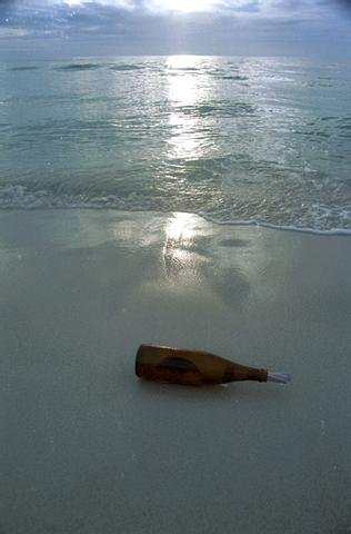 Il faut confier aux flots le passé en bouteille